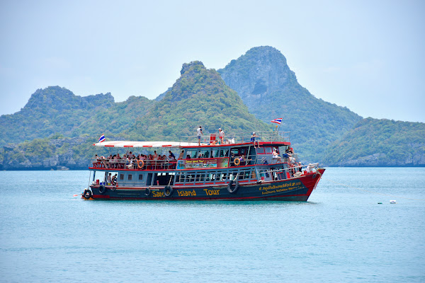 Cruise by convenient tour boat to Angthong Marine Park