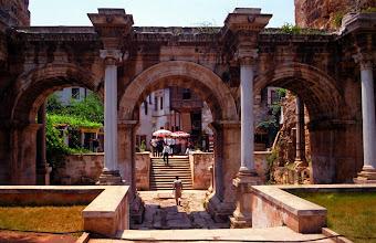 Photo: Antalia, la porte d'Hadrien