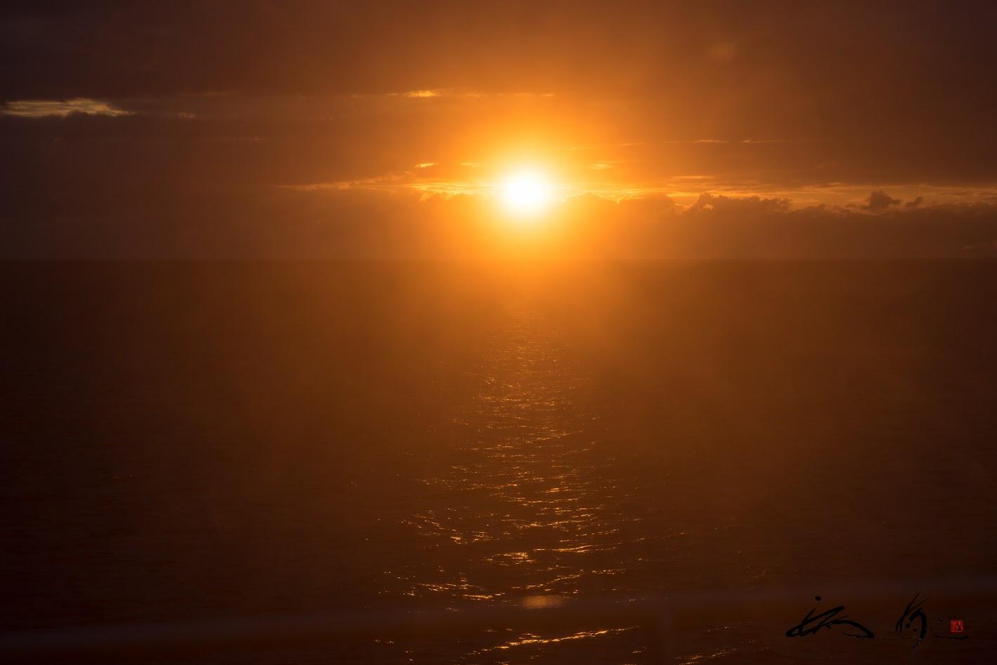 太平洋に昇る太陽
