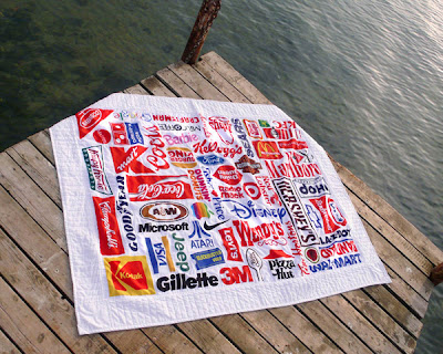 アメリカでうまくいっている会社のロゴを集めたタオル