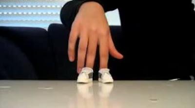 指で華麗なブレイクダンス