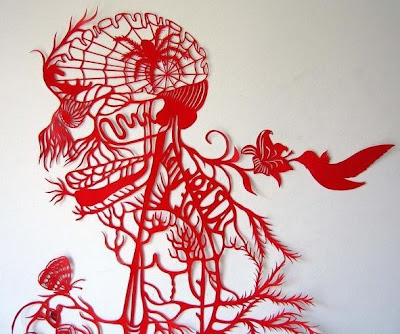 紙を切り貼りして作るペーパークラフトアート「KAKO UEDA」