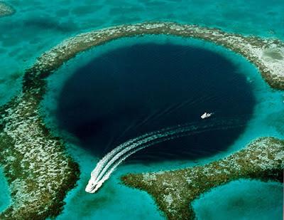 すんごい神秘な湖のような穴