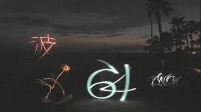 ライトでグラフィティ「Amazing Light Graffiti」