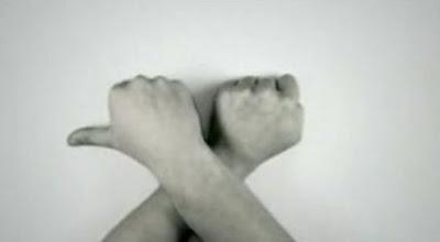奇妙な動きなGuiness Hands