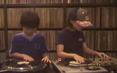 超絶スクラッチを決める子供達「DJ Sara and DJ Ryusei」