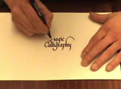 逆さに文字を書く「The Magic Calligraphy」