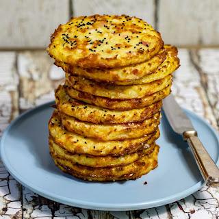 Keto Cheese and Bacon Cauliflower Buns.