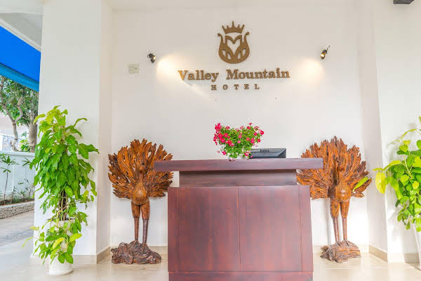 Valley Mountain Hotel