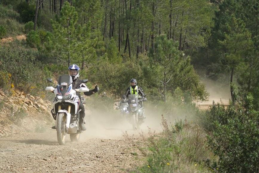 Por tierra o asfalto para disfrutar de la moto.