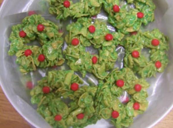 Edible Christmas Wreaths Recipe