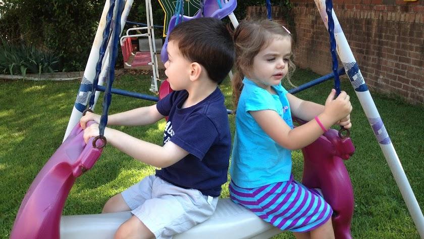 Actividades al aire libre en una escuela infantil.