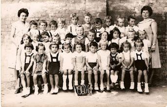 Photo: Csicsói óvodások, 1960–61. Tanítónők Szabóné Bokor Magda és Szüllő Gyuláné Farkas Etel Óvodások: Felső sor: Ferenczi Sándor, Megály Sándor, Magyarics Nándor, Váradi Pál, Váradi László, Futó István (F. Márti testvére), Berecz Árpád, Nagy Nándor, Szabó Sándor, Bödők Péter.  Középső sor: Kolocsics Éva, Magyarics Piroska, Eczet Margit, Lakatos Margit, Bognár Gyula, Bödők Edit, Domonkos László, Vasmera Erzsébet, Fehérvári Ilona (újcsicsói), Fábik Irén, Klánik Jolán. Alsó sor: Kura Irén, Nagy Erzsébet, Varga Éva, Csóka Zsuzsa, Szüllő Mária, Varga Árpád, Dudás Ilona, Nagy Ibolya, Lakatos Mária, Nagy Ildikó.