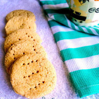 Whole Wheat & Oatmeal Eggless Digestive Biscuits