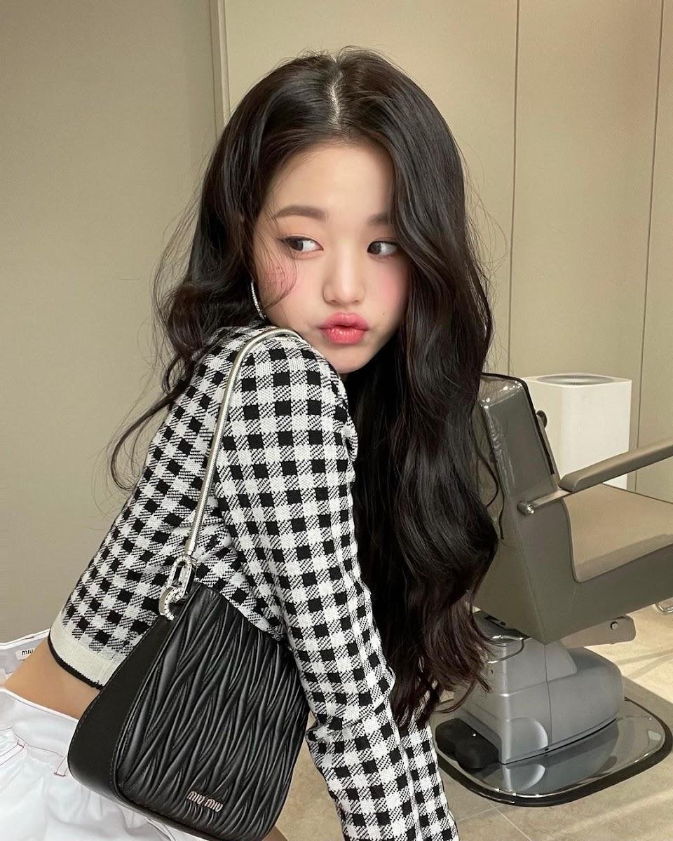 IZONE-Jang-Wonyoungs-Instagram-update-3