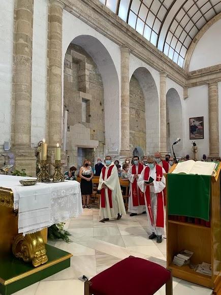 Hasta siete sacerdotes concelebraron la eucaristía en la que tomó posesión Ramón Carlos Rodríguez.