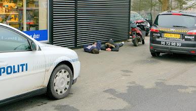 Photo: Politiet ankom og afhentede tyvene