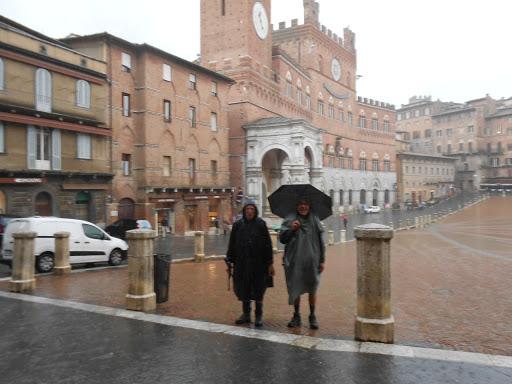 Départ de Sienne sous la pluie - Via Francigena 2015