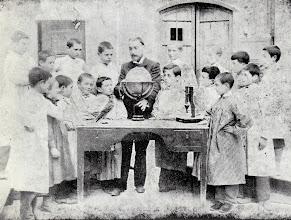Photo: Toldrà a l'escola del Sr. Gomis a Vilanova i la Geltrú © Family Archive (Mdm. Narcisa Toldrà)