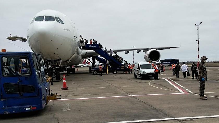 Avión que trae desde Lima a los españoles atrapados en Perú, entre ellos a los cuatro almerienses.