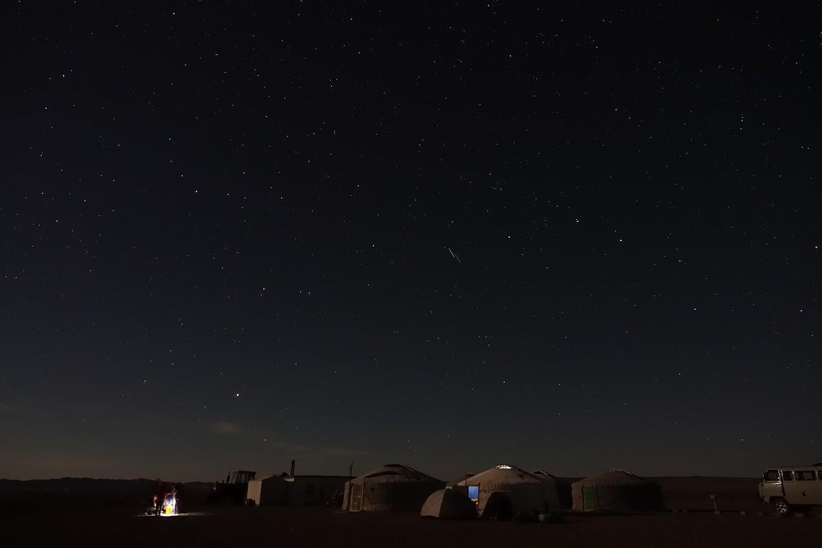 Pleine lune sur l'Els Khongoryn
