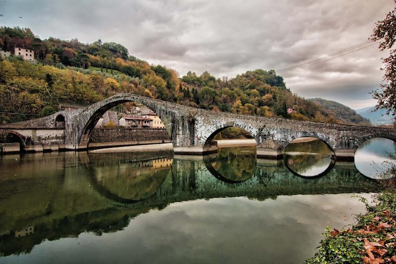 Il ponte si guarda allo specchio di Gianluca Presto