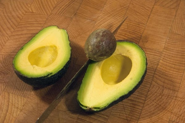 Remove the flesh from the avocado.