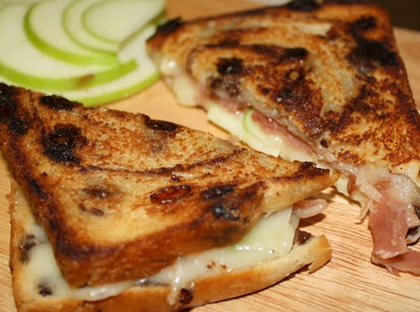 Brie, Apple, And Prosciutto Grilled Cheese Recipe
