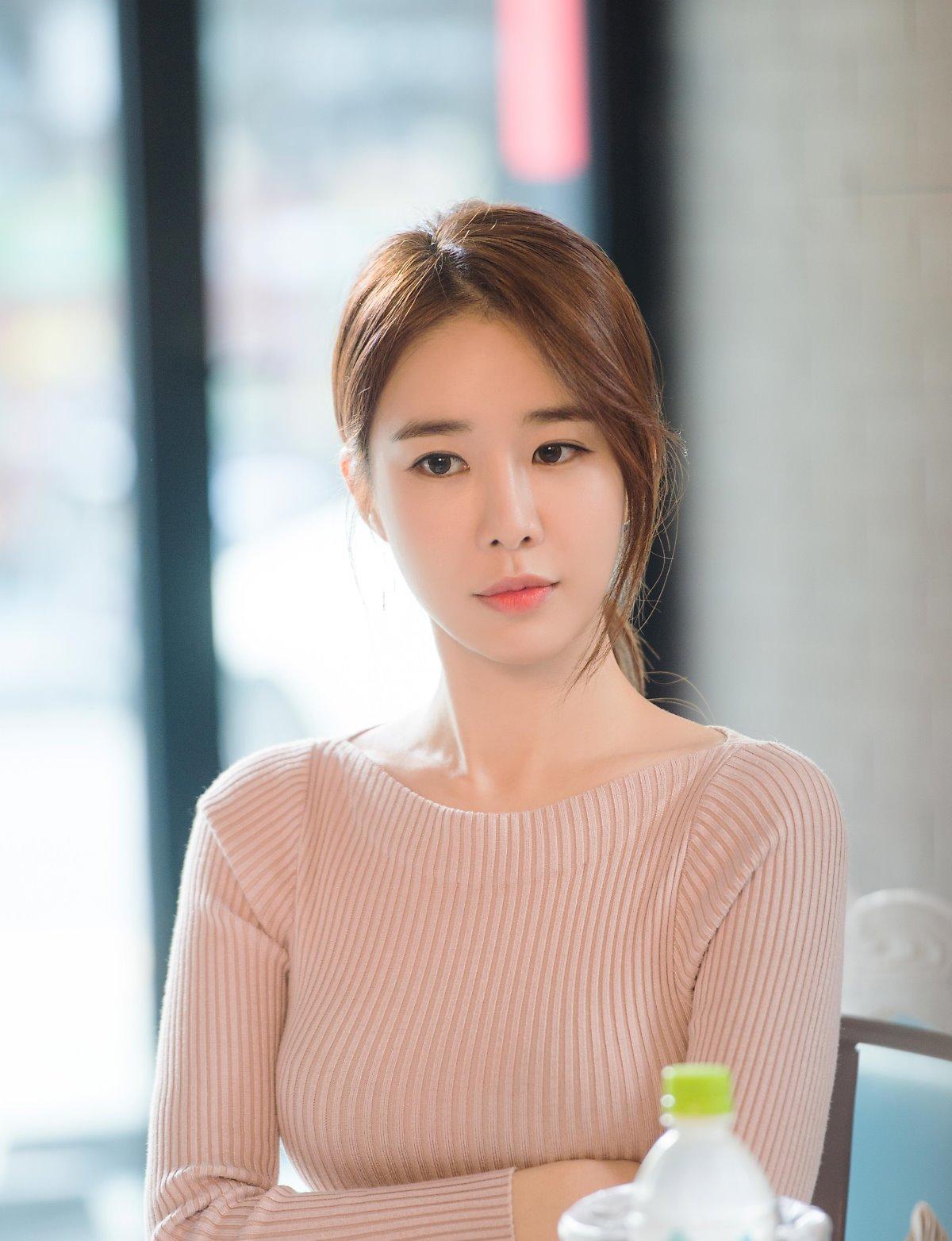 Hani. Daniel and Yoo In Na Were All Bullied During Their School Years - Koreaboo