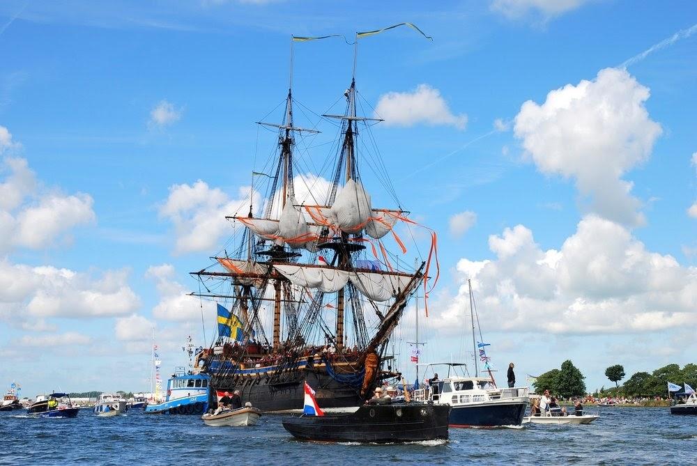 evPCmkcNPpGFAoKK cjYDINTLH09kJ H4l zCbq8K k=w1000 h669 no - Фотохроника морского парада в Амстердаме