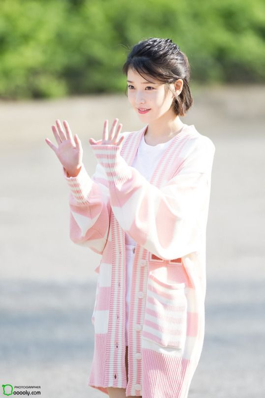 IU sweater 47
