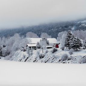 Santas Home? by Torsten Funke - Landscapes Mountains & Hills ( winter, mountain, travelling, oslo, snow, winteriscoming, travel, house, winterwonderland, travel photography, wanderlust, norway )