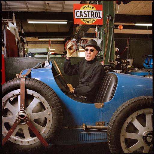 Denis SIre en Bugatti 35 chez Machines et Moteurs