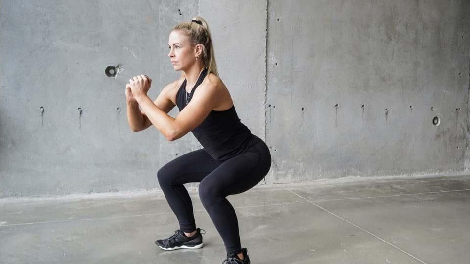 Squat là một tư thế tập luyện giúp giảm cân mà bạn không thể bỏ qua