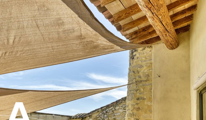Maison contemporaine avec piscine et terrasse Nimes