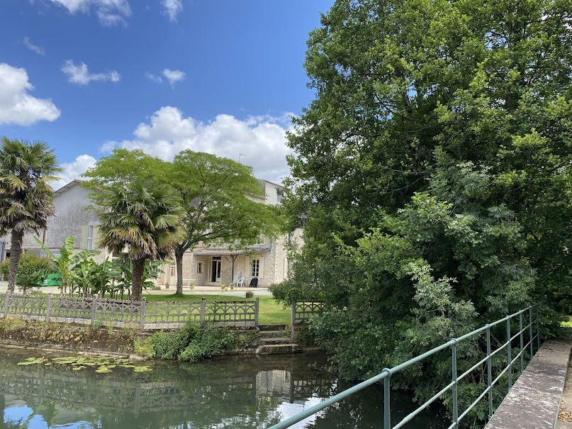 Vente propriété 7 pièces 2500 m² à La Crèche (79260), 720 000 €