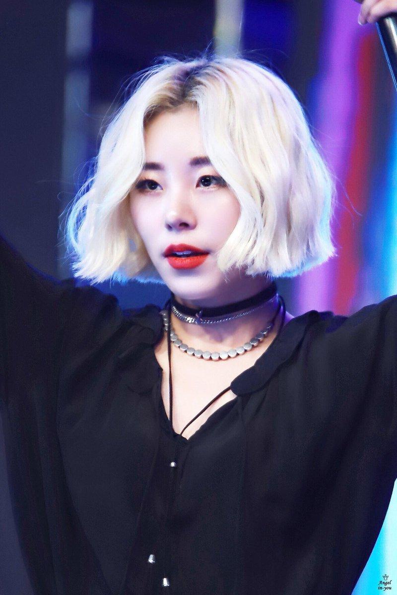 wheein blonde 2