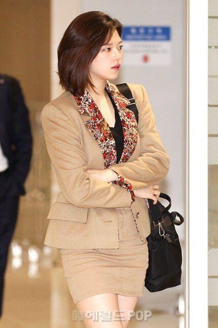 jeongyeon suit 50