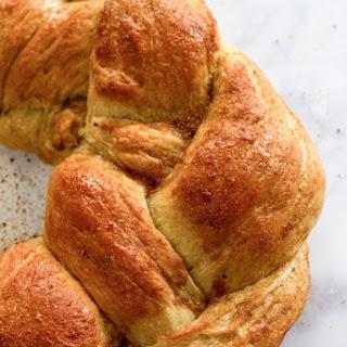 Vegan Braided Holiday Bread (Vegan Egg Bread)