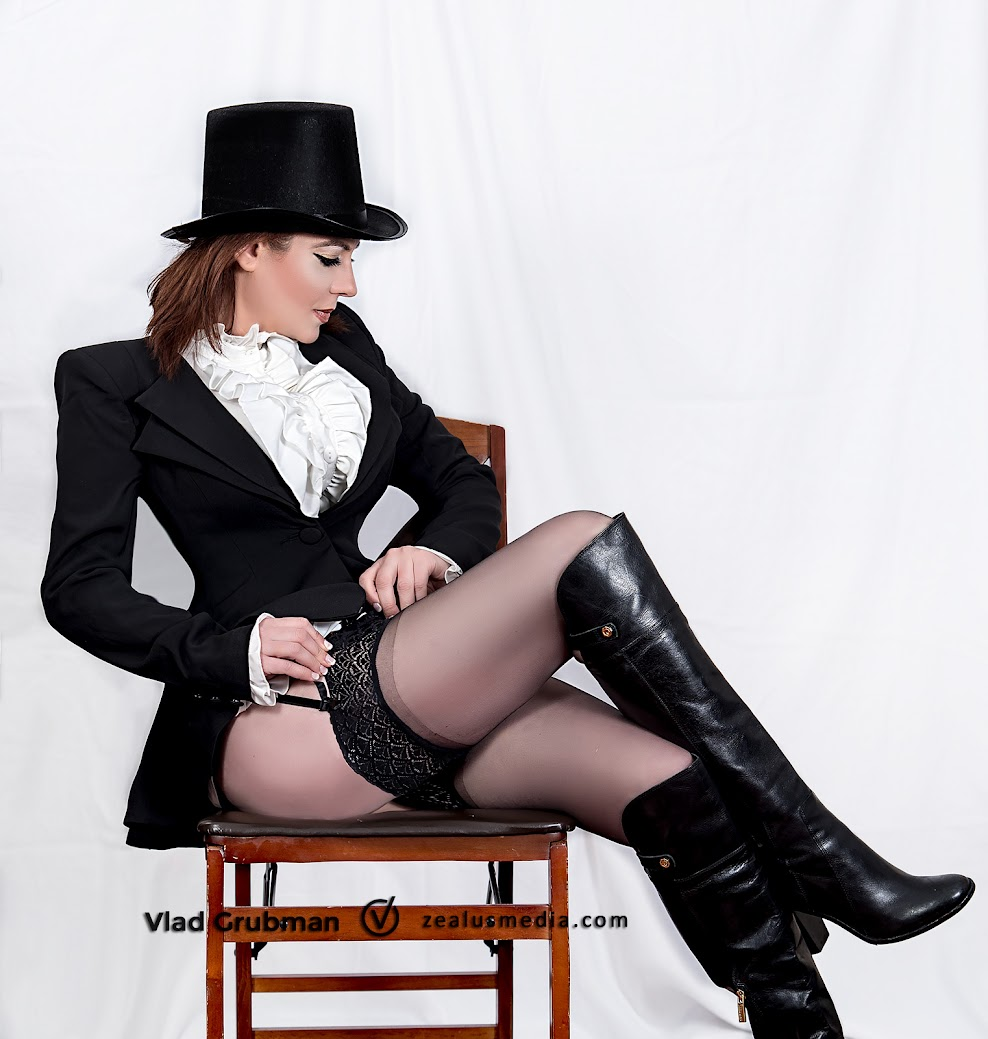 Sexy Magician / President Lincoln - Photography by Vlad Grubman / ZealusMedia.com