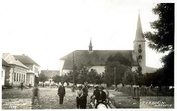 Photo: Fotografia z roku 1924 s dreveným plotom okolo parku.