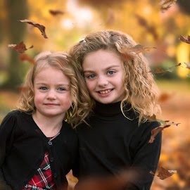 catch a falling leaf by Melissa Marie Gomersall - Babies & Children Child Portraits ( siblings, autumn, sisters,  )