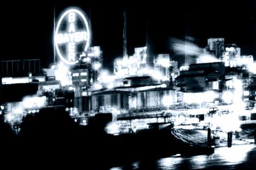 Bayerwerk bei Nacht.