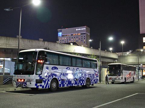 両備ホールディングス「ペガサス号」 0511&下津井電鉄「ペガサス号」 H520 岡山駅西口待機中