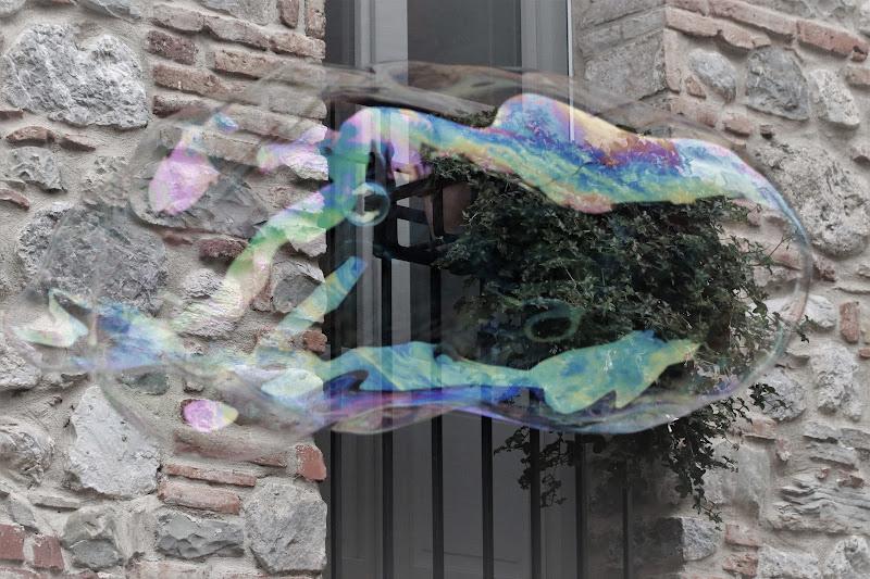 Fragile trasparente, ma con i colori dell'arcobaleno. di pierce