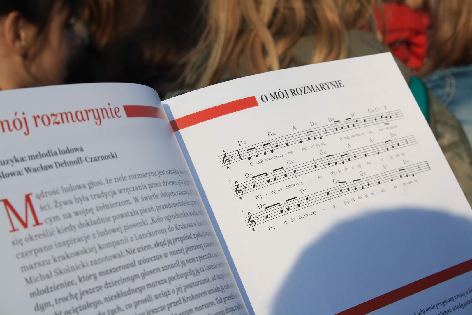 Z zycia szkoly patryjotycznre spiewanie