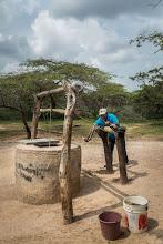 Photo: Sacando el agua con el viejo molino - comunidad de La Sabana - Maicao