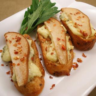 Honey, Pear and Gorgonzola Crostini Recipe