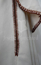 Photo: Capa godê com sobrecapa em lã texturizada bege, abertura frontal e para os braços e e acabamento em lã marrom à mão. Cada modelo é único e exclusivo  A partir de R$ 360,00.  Site: http://www.josetteblanchardcorsets.com/ Facebook: https://www.facebook.com/JosetteBlanchardCorsets/ Email: josetteblanchardcorsets@gmail.com josetteblanchardcorsets@hotmail.com