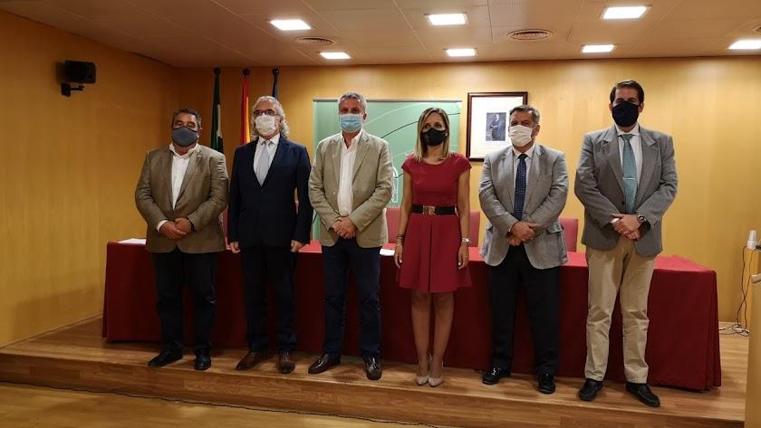 Maribel Sánchez con los principales responsables sanitarios de la provincia, tras la reunión de este miércoles.